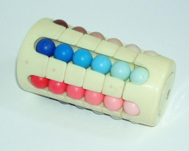 BABYLONSKÁ věž - ORIGINÁL - 80.tá léta použitá, málo hraná, ve 100% stavu Babylonská věž byla vynalezena v roce 1981 a posléze prodávána pod značkou Rubik. Za úkol máte seřadit kuličky dle barvy do sloupců a také každou kuličku zvlášť seřadit podle odstínu.