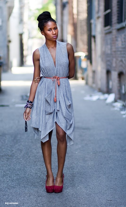 Très Awesome ♥ Chicago Street Style  This dress..and amazing bee hive belt