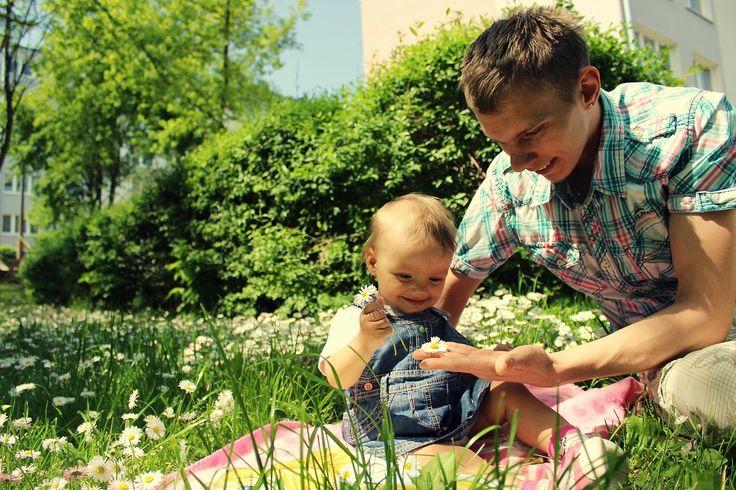 Sancia  Zdjęcie ze spaceru zamieniło się w zbieranie stokrotek :)  www.spokojdziecka.pl