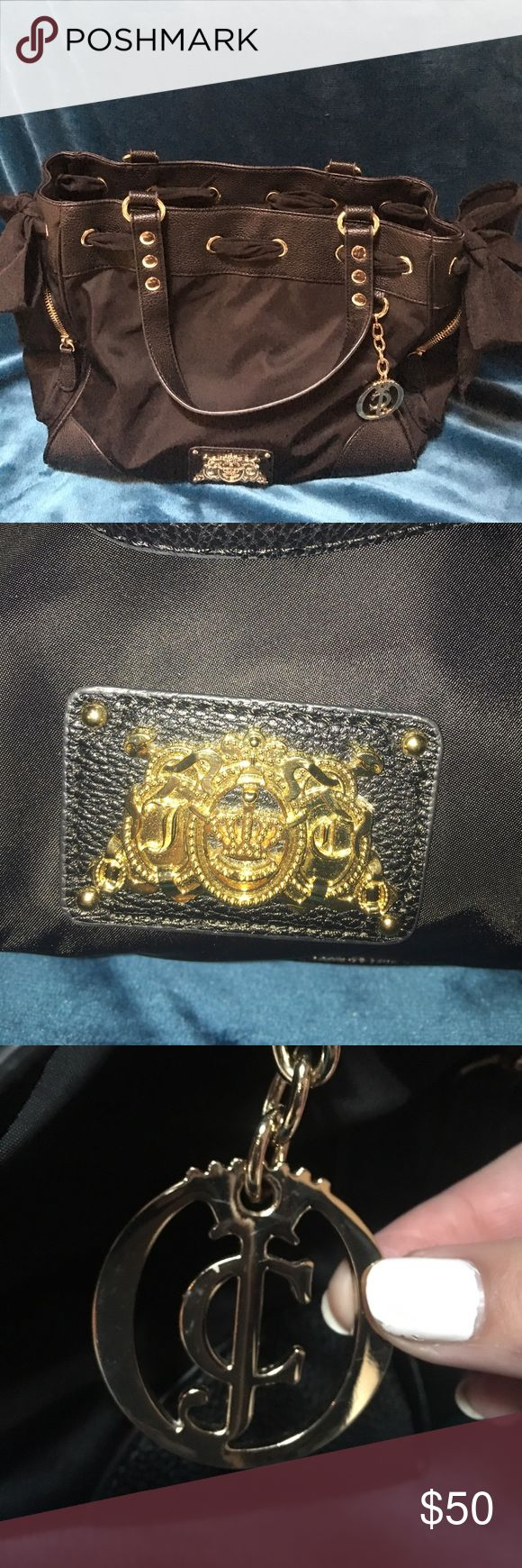 💋Juicy Couture purse💋 Black juicy couture purse. Great condition! Barely used. Perfect size! Two outside zipper pockets. Three pockets inside. Juicy Couture Bags