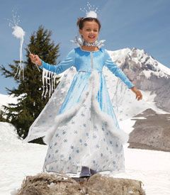 Those dripping icicles from the arms are interesting. And the wand and crown - cotton with silver twigs.