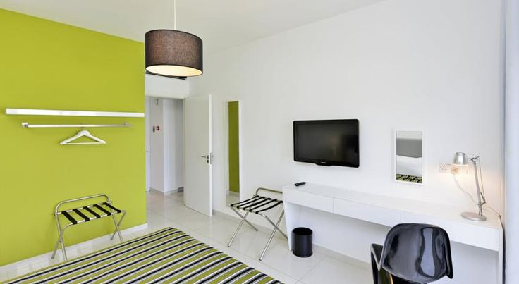 Mon Repos Hotel Ayia Napa Mon Repos offers modern, air-conditioned accommodation with a balcony and free Wi-Fi. Makronissos Beach is 5 minutes' walk, and an outdoor pool is on site.