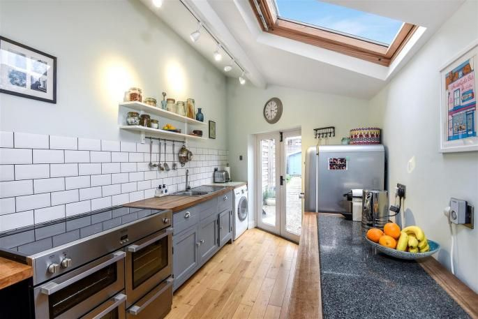 grey kitchen / This delightful three bedroom Georgian style c.1865 Victorian end of terrace townhouse situated within walking distance to Wantage town centre has been ...
