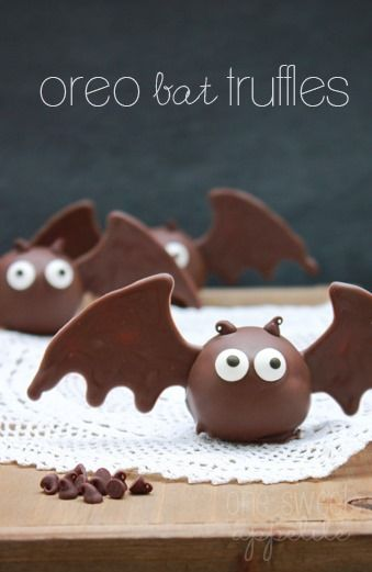 These oreo bat truffles are the cutest dessert I've seen in a while! Perfect for parties!