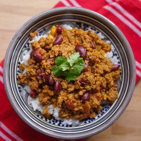 Try this delicious Quorn Chilli Con Carne recipe as created by Simon Roshdy - the man behind The Diet Kitchen. Enjoy meat free alternatives with…
