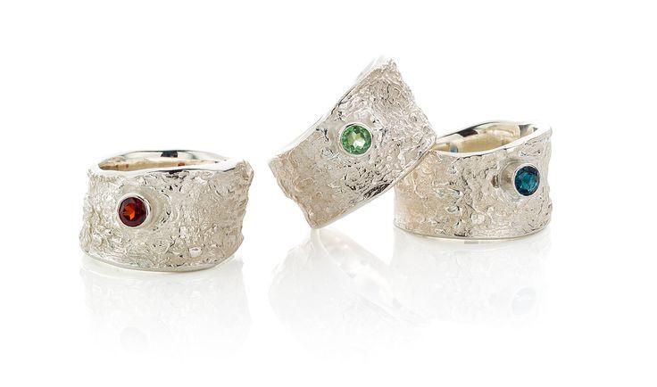 zilveren ringen met granaat, tsavoliet of saffier.  er kunnen ook ander edelstenen in verwerkt worden