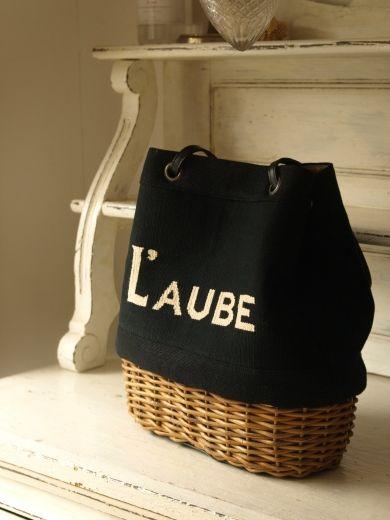↓キルティングバッグのコンパクトタイプは材料がございますのでポイント刺繍ではなく側面にメタルパーツをつけたものをオーダーまたはネット販売しようと考えており...