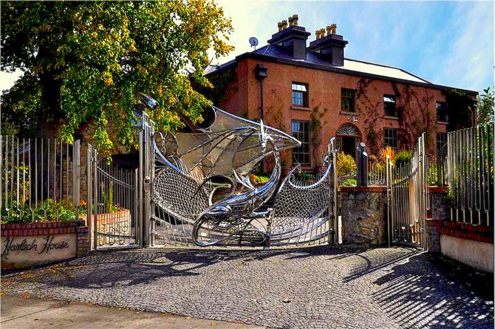 """@Kerryn Mans - found this gate and thought """"damn... that's something dude will love"""" :)"""