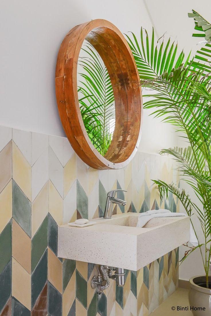 Ronde spiegels van hout in huis ©BintiHome