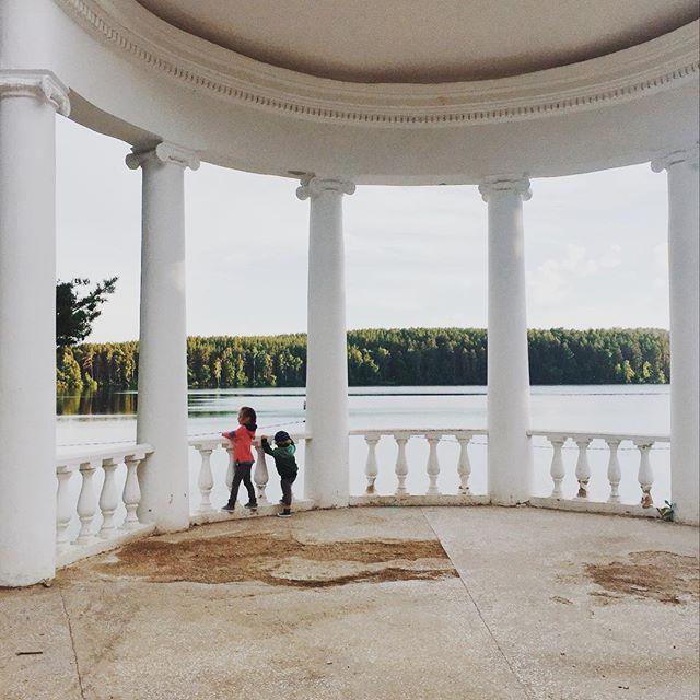 Ох, не все я ещё  фотографии вам показала с нашей короткой поездки ❤️✨🙈-терпите . . . #travelzlada #nature #дети #like4like #урал #красотаприроды #озеро #дети74 #goodnight #ural #inrussia #instaday #instafoto #sammer #vsco #vscocam #vscorussia #naturalbeauty #love #мамадвух #ямама #моималыши #girl #boy #братисестра Natural Beauty from BEAUT.E