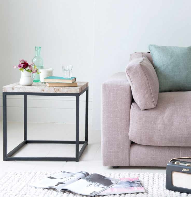 Postino is Loaf's favourite side table. With its reclaimed fir boards and vintage-looking metal legs, this is a versatile number as it works equally well in smart or elegantly shabby surroundings. This contemporary, cube design goes nicely with our Poste coffee table for the living room.