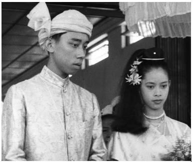 In the picture prince Hso Hom of Shan (Myanmar) and princess Biddy on their wedding day.