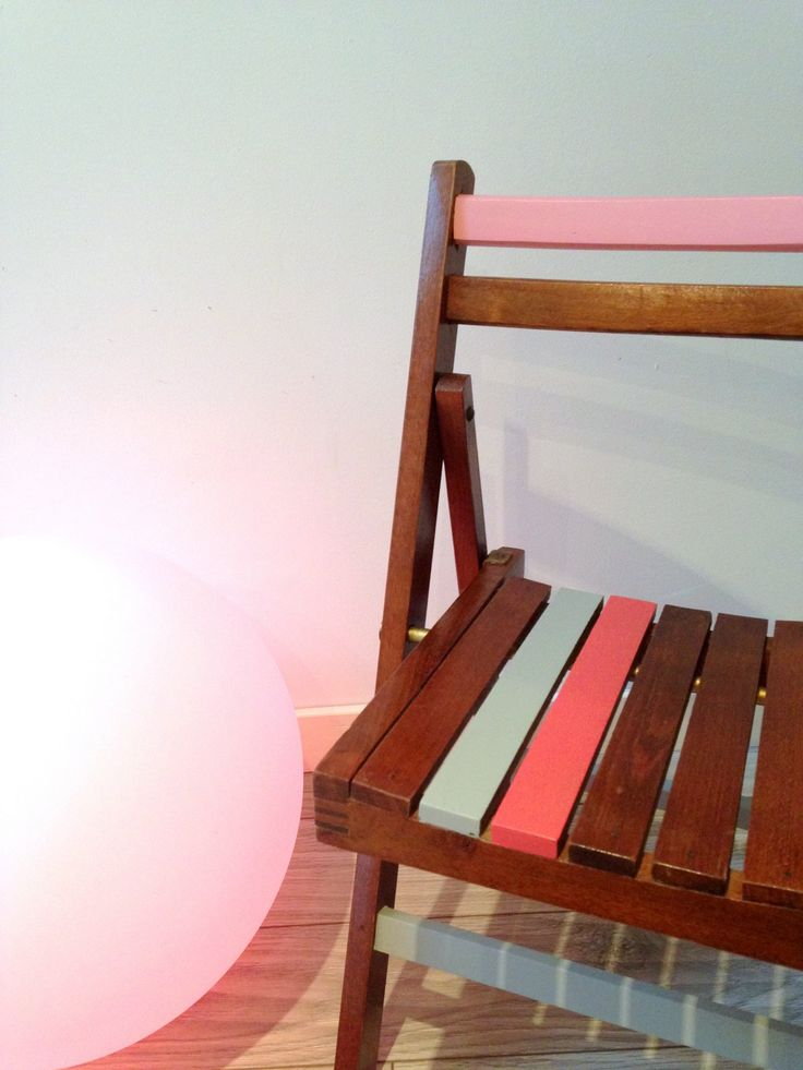 jolie petite chaise pour enfant vintage pliante en bois laque satin chaises pour. Black Bedroom Furniture Sets. Home Design Ideas