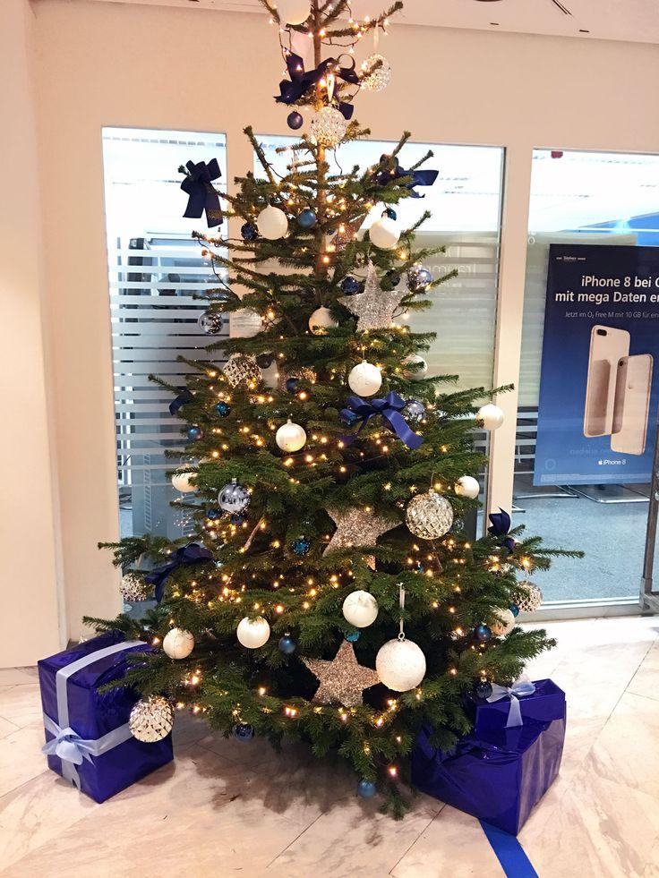weihnachtsbaum im corporate design christmas tree. Black Bedroom Furniture Sets. Home Design Ideas