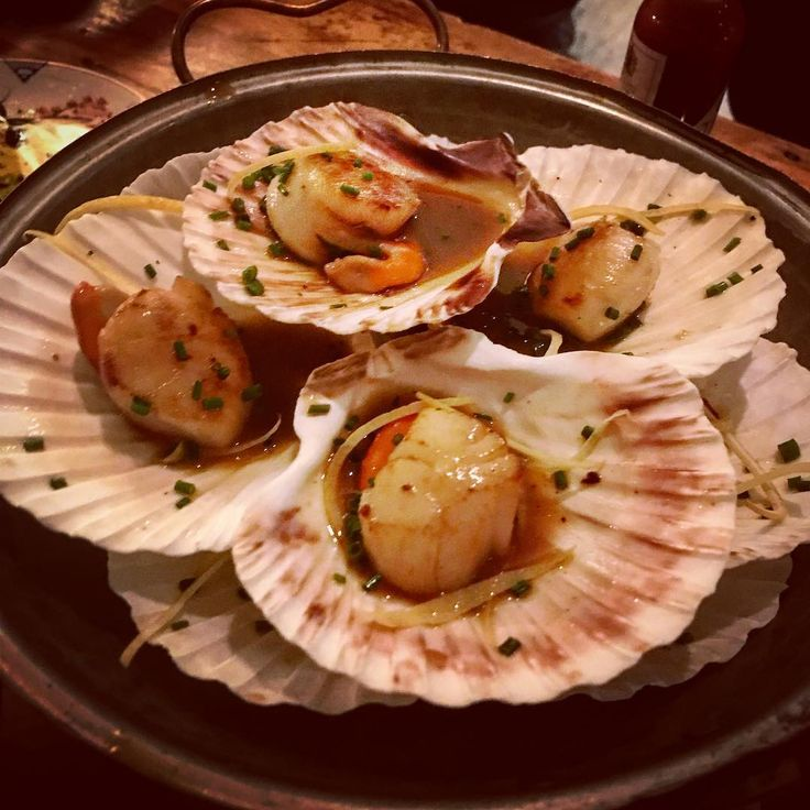Amazing seafood fun last night so fresh!  scallops  mussels and amazing oysters. #crab #oysters #mussels #seafood #scallops #fresh #seaside #holiday #cornwall