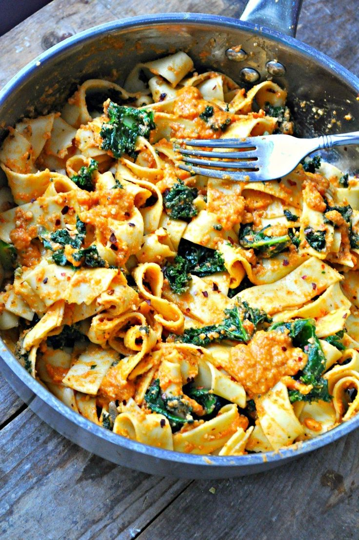 Quick sauteed garlicky, spicy kale. 5 minute romesco sauce. Tossed together with pasta. This vegan spicy kale and romesco pasta is the perfect healthy meal!