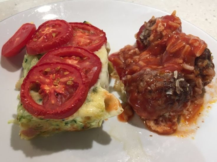 MEATBALLS FILLED WITH CHEESE AND A TOMATO AND ZUCCHINI BAKE http://recipeyum.com.au/meatballs-filled-with-cheese-and-a-tomato-and-zucchini-bake/
