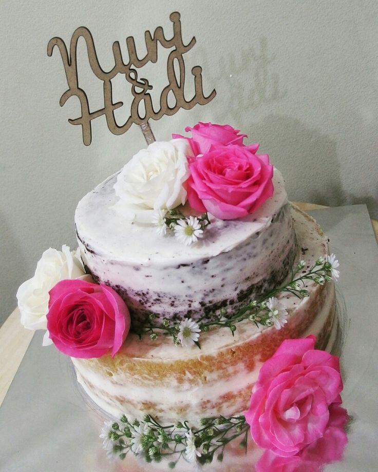 Naked cake flowery
