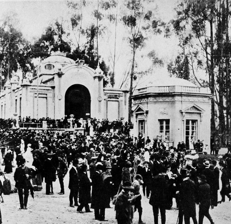 Parque de la Independencia en 1918. Foto del Libro Azul de Colombia