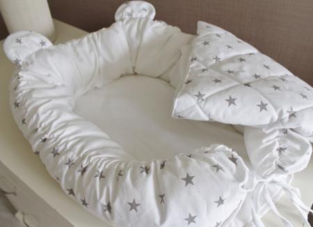 MAMINY ZAPISKY Babynest Комплект (кокон +одеяло)  — 3080р. ----- Комплект babynest +подушечка + одеяльце - настоящее уютное гнездышко для Вашей крохи!  Абсолютно новая и несомненно полезная вещь в Вашем списке для новорожденного!  Кокон прекрасно закрывает младенца со всех сторон и не требует пеленания ребенка, что в свою очередь стимулирует естественное развитие малыша. Он дает возможность спать ребенку в одной кровати с родителями и исключает возможность наврeдить крохе. Сделан из приятной…