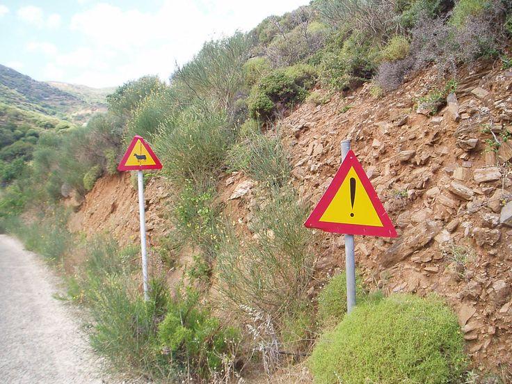 road sign near Skado