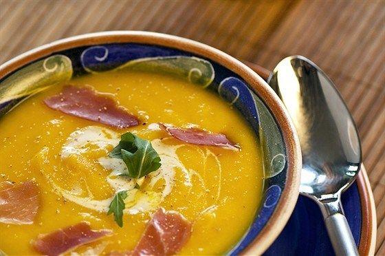 Суп из черной фасоли и тыквы с ветчиной и шерри