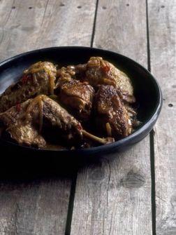 Met citroen, peper en ui gestoofde kip - Recepten - Eten - ELLE | ELLE
