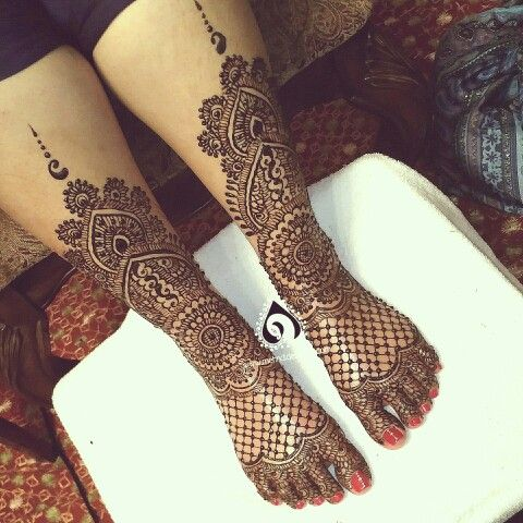 Sharing gerbers bridal feet. The netting design is pretty popular and loved by brides.