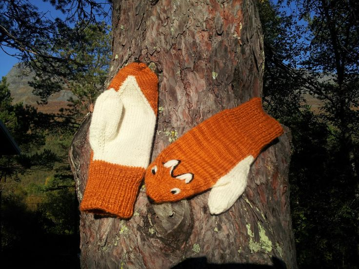 Rødrev votten / Red fox mittens! HMay would love these!