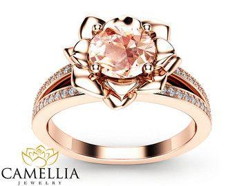 Anillo de compromiso de Morganita rosa por CamelliaJewelry en Etsy                                                                                                                                                                                 Más
