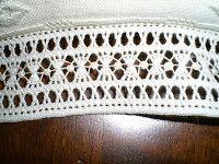 Il post di oggi è dedicato ad un cuscinetto portafedi che è veramente un gioiellino (secondo me!).  L'ho confezionato mettendolo in u...