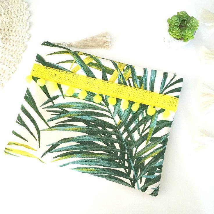Trousse motif feuille palmier, tropical,vert et jaune fluo,sequin,pompon fluo,idée cadeau femme : Trousses par miss-so-chic