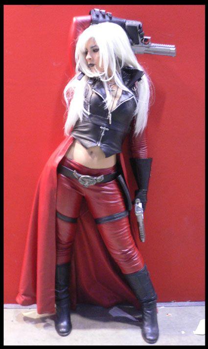 dante cosplay female version by Core-Ray.deviantart.com
