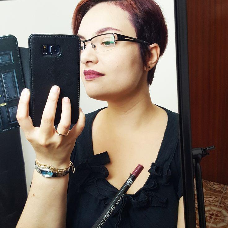 In love with my new #makeupforever #aqualip! #redhead #purplelips #pixiehair #dailymakeup #selfie