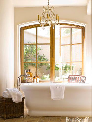 this Bathroom make me woah. Riesige Fenster und Türen und absolutes M U S S: eine freistehende Wanne - yes please