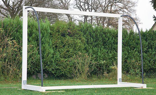 Fußball-Tor bauen