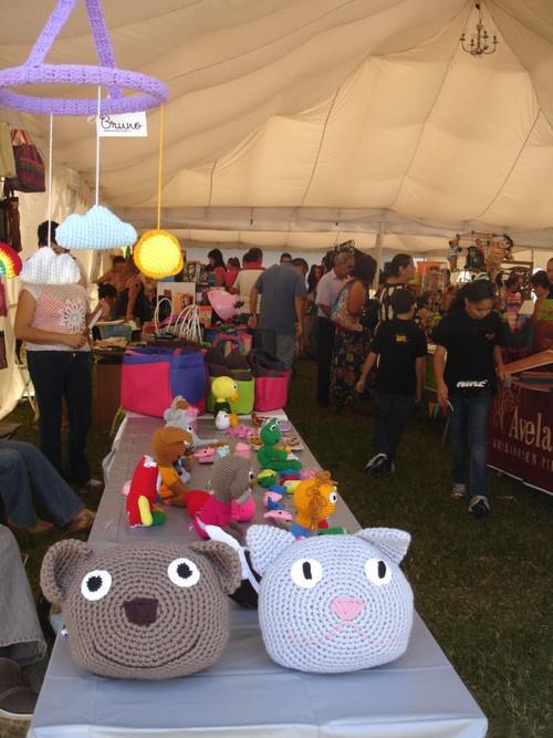 Animalillos tejidos con amor de Bruno crochet en el bazar Expo Talento.