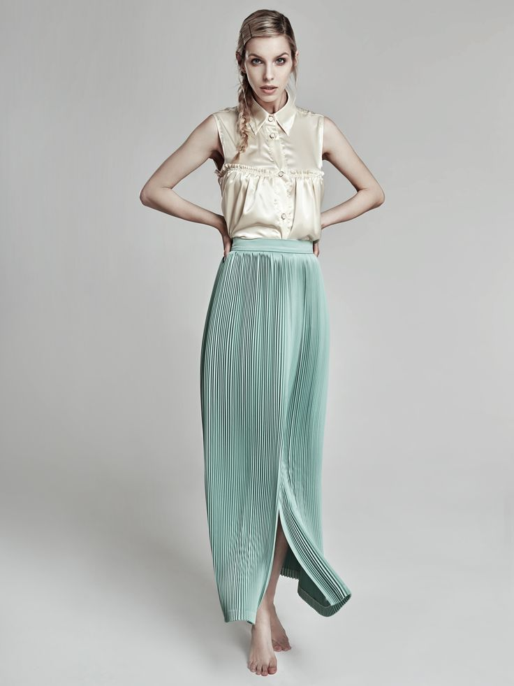 Keep it simple and classy! #oanapop #fashion #fashioncollection #fashionphotography #fashionstyle #fashionforwomen #pleatedskirt #silk #details