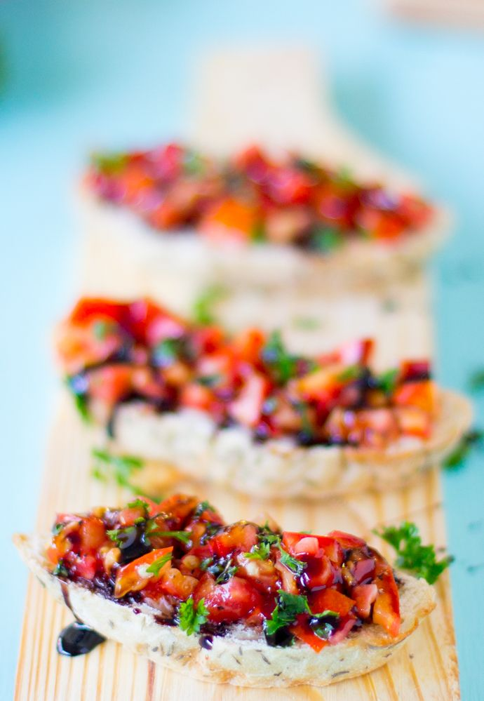 Loaded with fresh, juicy tomatoes, this classic Bruschetta with Balsamic Glaze is the perfect appetiser for hot summer days! #vegan #appetiser #meatless