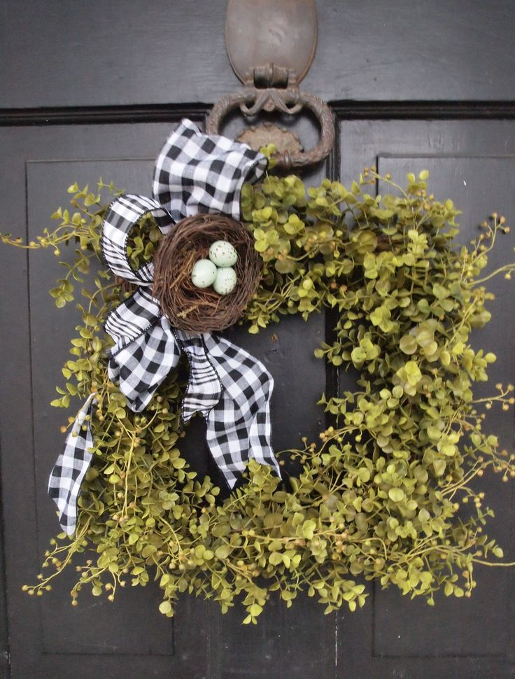 spring wreathIdeas, Doors Decor, Birds Nests, Black And White, Front Doors, Easter Wreaths, Boxwood Wreaths, Spring Wreaths, Squares Wreaths