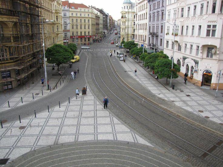 Había una plaza, que se llamaba Strossmayerovo náměstí, está mui bonita