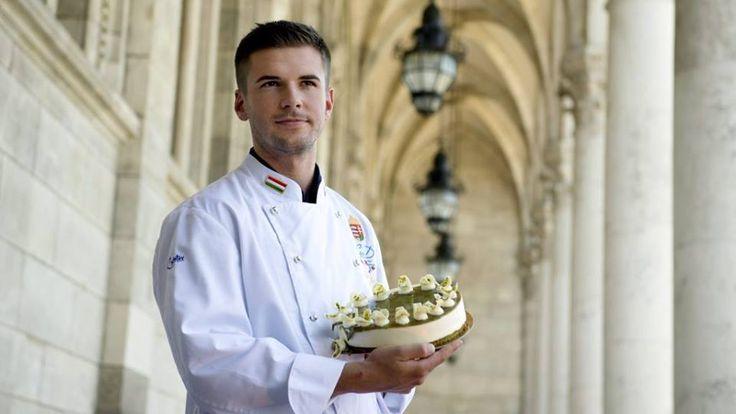 """Tökmagos idén az ország tortája :) Válassz és kínáld a győztes Őrség zöld aranyát süteményes, cukrász pultjainkban. http://tchungary.com/…/sutemenyes-hutok-sutemenyes-pultok-…/ Az idén Szó Gellért alkotását kínálják országszerte a cukrászdák az államalapítás ünnepén, az ország """"születésnapján"""". Megint. Tavaly is a salgótarjáni cukrász nyerte az ország tortája versenyt. Idén egy tökmagos csodával lett a legjobb: az őrség zöld aranya lett Magyarország tortája. Gratulálunk!"""