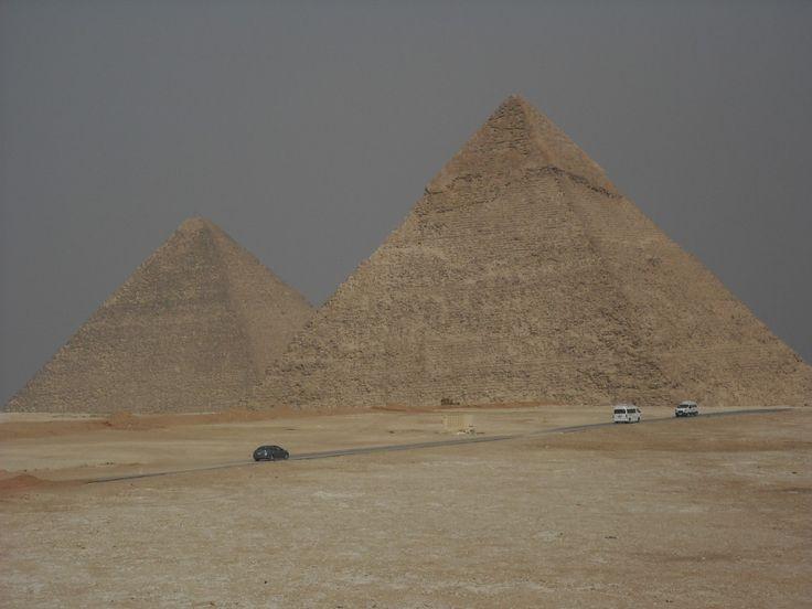 Kairo – Die Pyramiden von Gizeh und ihre Bewacherin