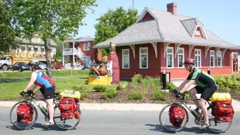 gens à vélos - Parc linéaire des Bois-Francs