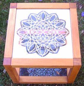 Algemeen:De uitvoering van houten patronen leent zich bijzonder goed voor tal van toepassingen. Bijvoorbeeld als raamversiering, wandversiering, panelen in deuren, kasten en bedden, of onder een glasplaat, in lichtkoepels etc.