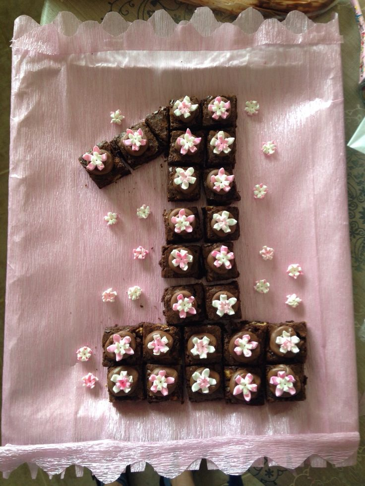 1. YAŞ doğumgünü pastası- yoğun lezzet küçük dilimler:)