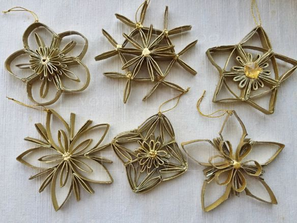 Materials: toilet paper rolls, gold beads, gold spray paint, gold string and glue from glue gun