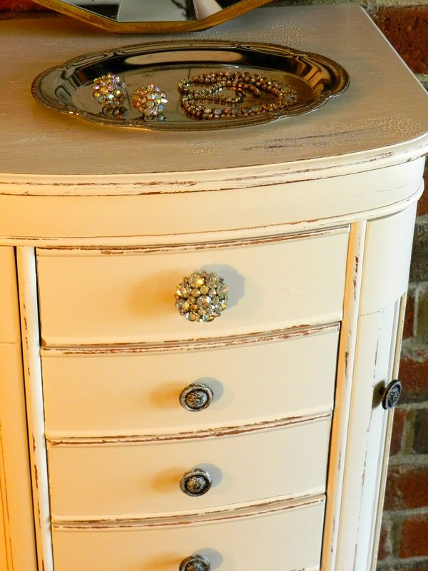 great before/after old jewelry box. From yukky old oakish look to this. Love the contrasting top knob.