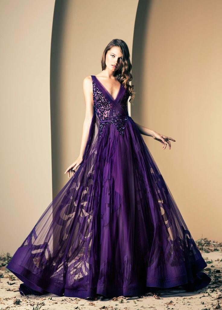 Красивое платье цвета баклажан