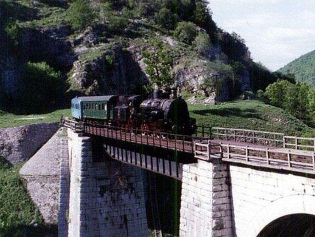 Excursie de vis pe Calea ferată Oraviţa – Anina    http://www.ziarulactualitatea.ro/eveniment/excursie-de-vis-pe-calea-ferata-oravita-anina/